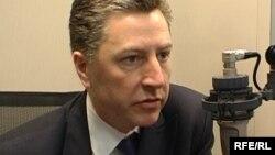 Поранешниот американски амбасадор во НАТО Курт Волкер