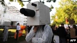 Участник демонстрации в поддержку бывшего сотрудника АНБ Эдварда Сноудена. Гамбург, 11 июля 2013 года.