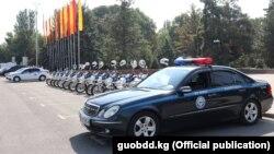 Автомобиль и мопеды милиции в Бишкеке.