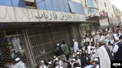 Angry customers wait outside the Kabul Bank in the Afghan capital on September 5.