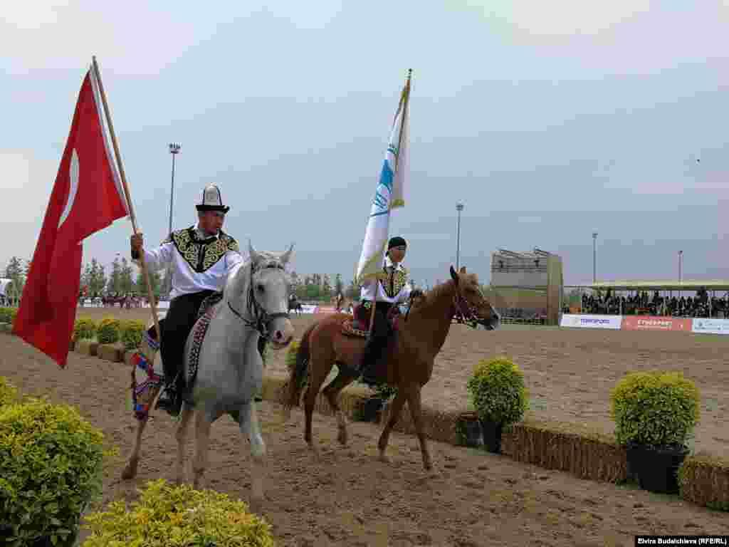 Спортсмены из Кыргызстана на состязаниях в Стамбуле.