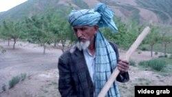 Садовник Гулам Сахи, житель села Бану на севере Афганистана.