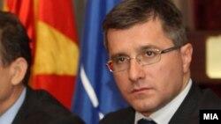 претседателот на Евро-атлантскиот Совет на Македонија Лазар Еленовски