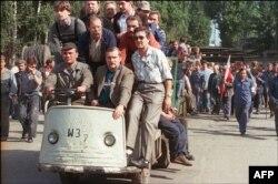 Лех Валэнса разам з удзельнікамі страйку ў Гданьску. Жнівень 1988 году