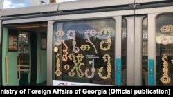 Грузинский алфавит на трамвае в Страсбурге
