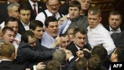 Сутичка між депутатами в залі Верховної Ради, 19 березня 2013 року
