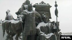 Памятник ханам Керею и Жанибеку. Астана, 12 ноября 2009 года.