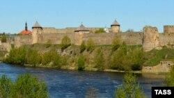 Крепость на реке Нарва.