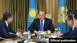 Президент Назарбоев Тигран Саркисян билан.