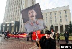 Партрэт Сталіна ў Менску 7 лістапада 2014 году