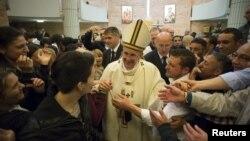 Напередодні Великодня папа Римський Франциск зустрівся з в'язнями однієї з в'язниць у столиці Італії