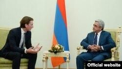 Президент Армении Серж Саргсян (справа) принимает министра иностранных дел Австрии Себастьяна Курца, Ереван, 8 сентября 2014 г..