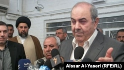 Iyad Allawi speaks to the press in Najaf.