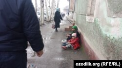 Begging on the streets of Andijon (file photo)