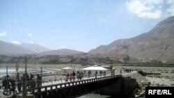 Мост, соединяющий таджикский и афганский Ишкашим