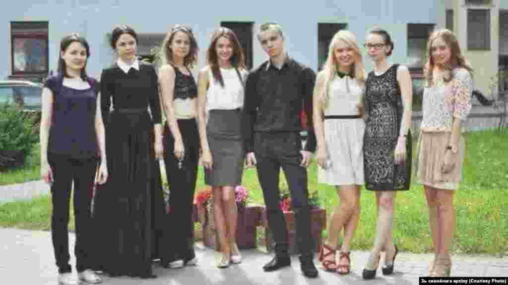 Это после защиты дипломов в Белорусской государственной академии искусств