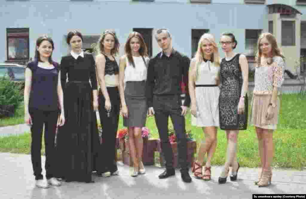 Після захисту диплому в Білоруській державній академії мистецтв