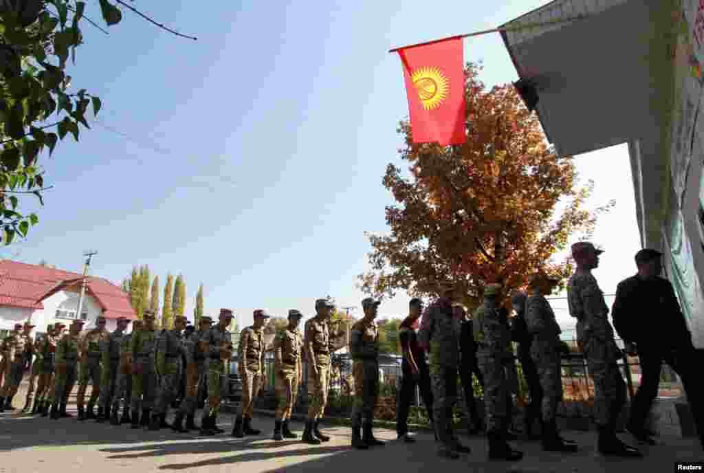 Участь у президентських виборах у Киргизстані взяли понад 3 мільйони людей. За кордоном відкрили 37 дільниць