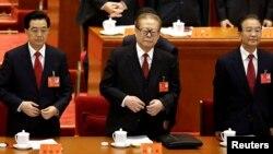Çinin prezidenti Hu Jintao, keçmiş prezident Jiang Zemin və Baş nazir Wen Jiabo qurultayda, 8 noyabr 2012
