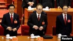 Солдан оңға қарай: ҚХР төрағасы Ху Цзиньтао, бұрынғы төраға Цзян Цзэминь, премьер-министр Вэнь Цзябао. Пекин, 8 қараша 2012 жыл.