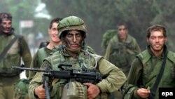 سربازان اسراییلی بعد از عملیات در خاک لبنان به اسراییل باز می گردند ...