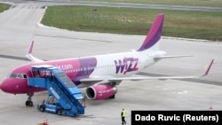 Aeroplan i kompanisë Wizz Air. Foto nga arkivi.