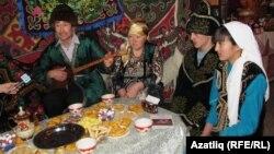 В казахской юрте во время фестиваля национальных культур в Омске. Иллюстративное фото.