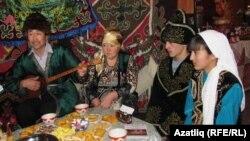 Живущие в России казахи на фестивале национальной культуры в Омске. Декабрь 2011 года.
