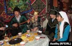 Казахи на фестивале народов Российской Федерации. Омск, 4 декабря 2011 года.