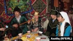 Омские казахи на культурном мероприятии. Россия, 24 декабря 2011 года.