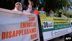 پاکستان کې د بشري حقونو فعالانو د غيب کړل شوو خلکو موندلو لپاره مظاهرې هم کړې