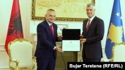 Претседателите на Албанија и на Косово Илир Мета и Хашим Тачи