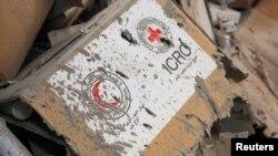 Гуманитарная помощь на складе в районе Алеппо после воздушного удара, 20 сентября 2016 года, Сирия.