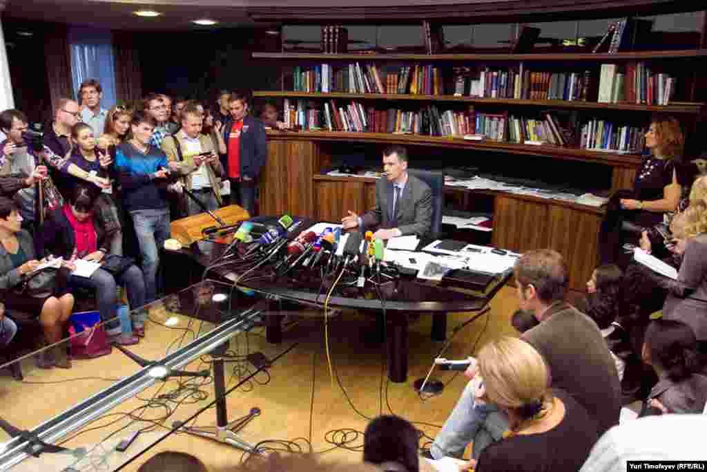 """Лидер """"Правого дела"""" дал пресс-конференцию. Он намерен оставаться лидером партии."""