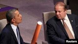 Barack Obama (solda) və Nawaz Sharif, arxiv fotosu