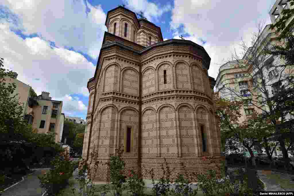 The Mihai Voda Orthodox Church was built in 1594 by Prince Michael the Brave and also served as a monastery. It was moved 289 meters from its original location.