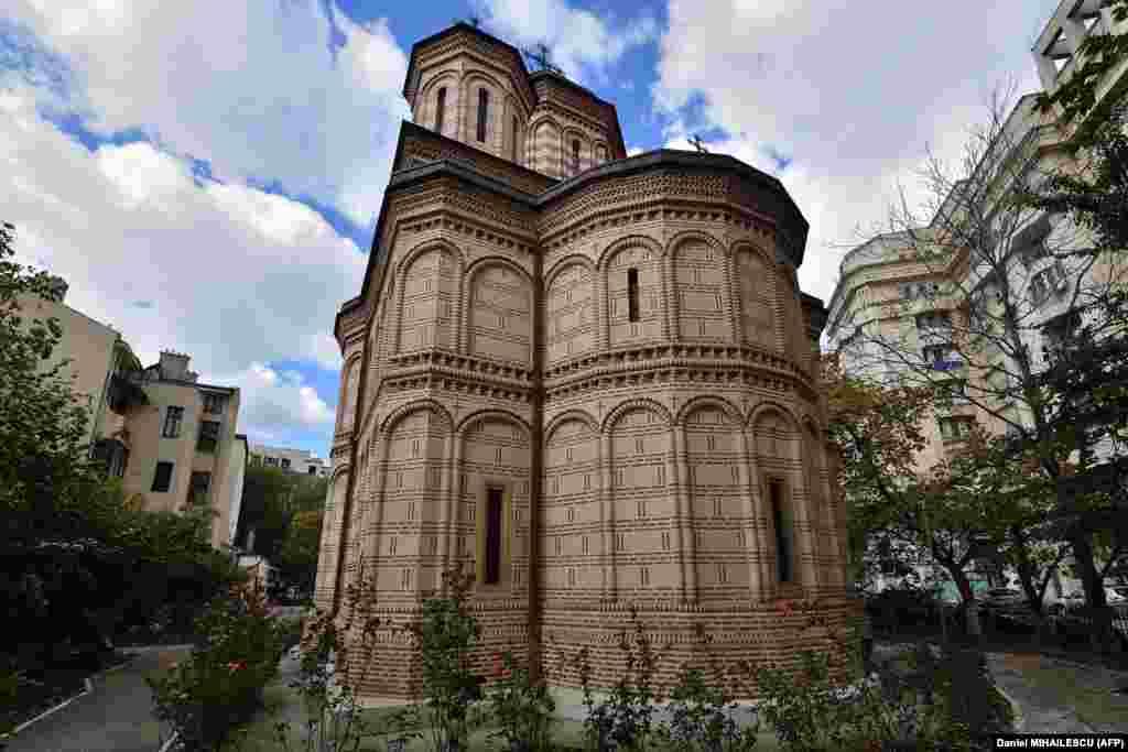 Pravoslavnu crkvu Mihai Voda sagradio je knez Mihael Hrabri 1594. godine i služila je kao manastir. Premještena je 289 metara sa prvobitne lokacije.