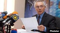 Начальник отдела статистики цен и международных сопоставлений Национальной статистической службы Армении Гурген Мартиросян в ходе пресс-конференции, Ереван, 11 января 2012 г.