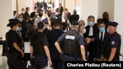 Veliko obezbeđenje na početku suđenja u Parizu, 2. septembra