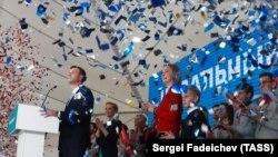 Алексей Навальный на собрании своих сторонников во время выдвижения, 24 декабря 2017 года