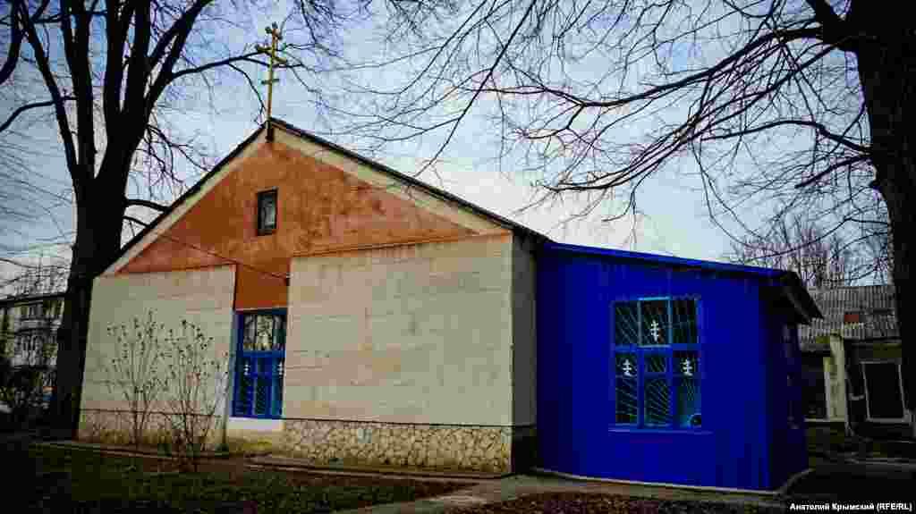 В іншому крилі будівлі сільради працює православний храм