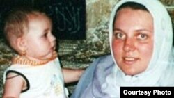 Irena Sarahna with her daughter (file photo)