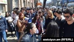 Протестувальники у Ванадзорі, Вірменія, 16 квітня 2018 року