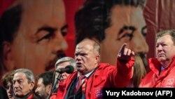 Председатель ЦК КПРФ Геннадий Зюганов поздравил сегодня сограждан со столетним юбилеем октябрьской революции