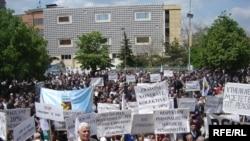 Foto nga arkivi (Protestë e punëtorëve më 1 Maj 2008 për të shprehur pakënaqësitë lidhur me kushtet e punës)