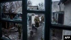Дебальцево қаласы маңындағы ресейшіл сепаратистер. Донецк облысы, 28 қаңтар 2015 жыл.
