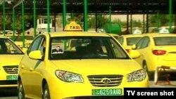Türkmenistana Günorta Koreýadan import edilen taksiler. 31-nji awgust, 2010 ý.