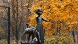 Monument dedicat copiilor uciși de naziști la Babin Iar în timpul celui de-Al Doilea Război Mondial, Kiev