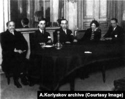 Слева направо: Дмитрий Мережковский, Георгий Иванов, Николай Оцуп, Зинаида Гиппиус, Георгий Адамович Париж. 1928 год