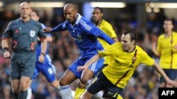 """31-летний Анелька (на фото второй слева) - игрок лондонского """"Челси"""" - является одним из самых опытных футболистов в сборной Франции"""